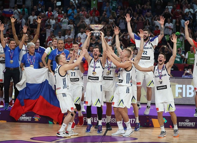 Basketball - Slovenia v Serbia - European Championships EuroBasket 2017 Final - Istanbul, Turkey - September 17, 2017 -  Players of Slovenia celebrate their victory. REUTERS/Osman Orsal